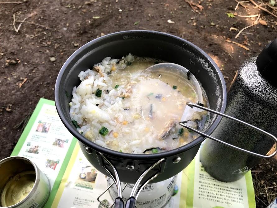 鍋の他にもおたまや取り皿も付いています。
